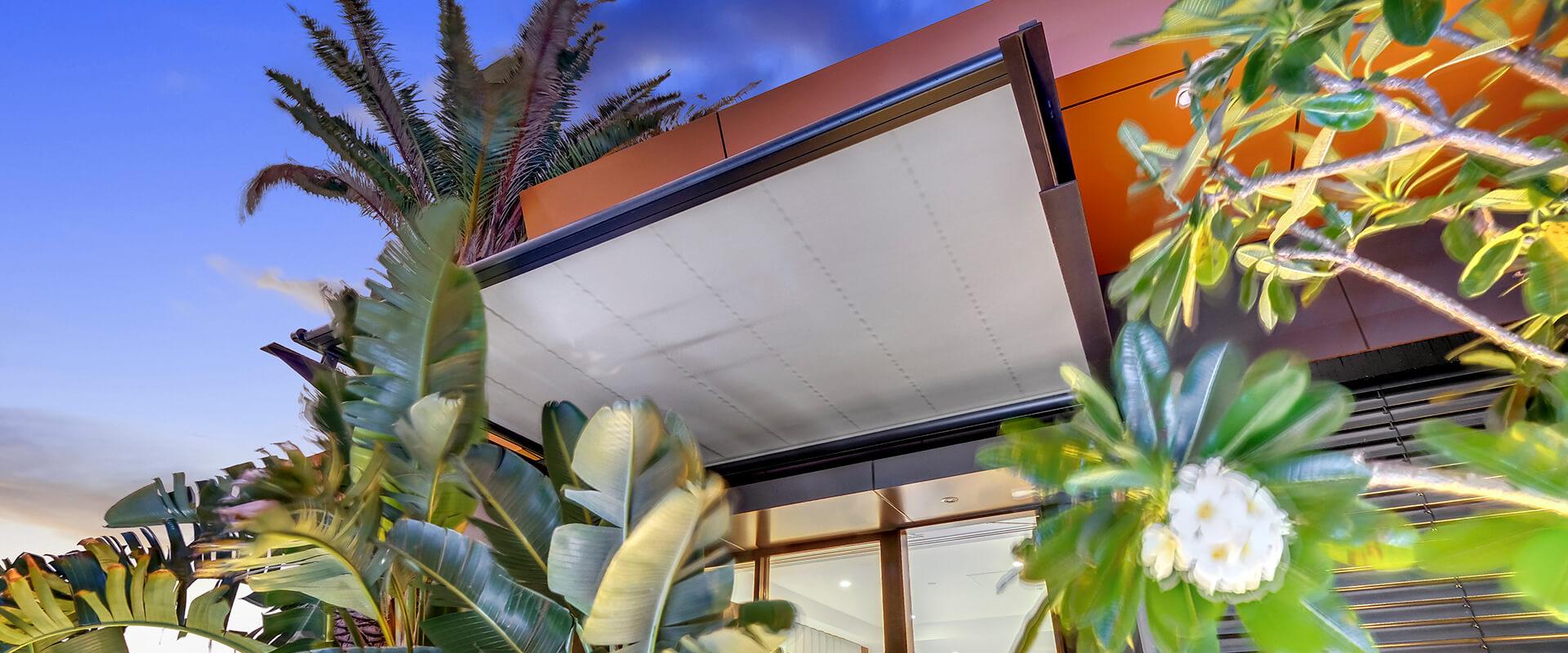 Brisbane markilux 8800 - Emporium folding arm awning for luxury hotel